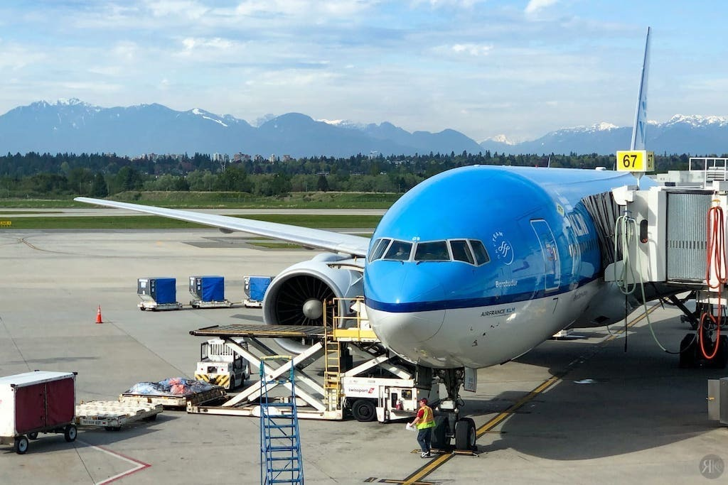 KLM: Boeing 777-200 Business Class (YVR-AMS) 1