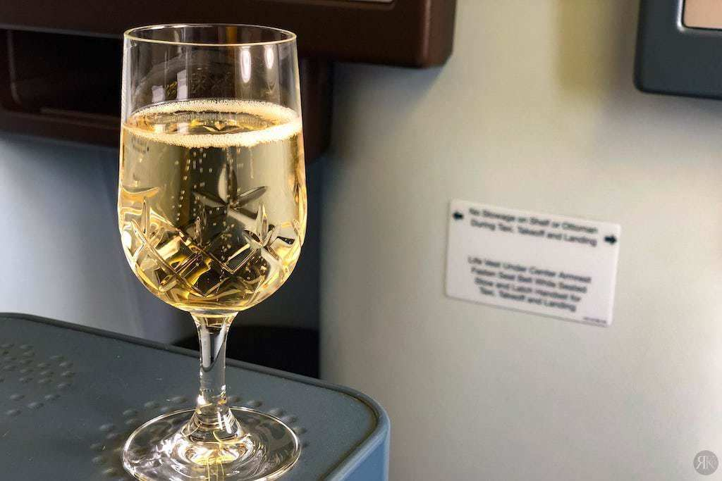 KLM: Boeing 777-200 Business Class (YVR-AMS) 6