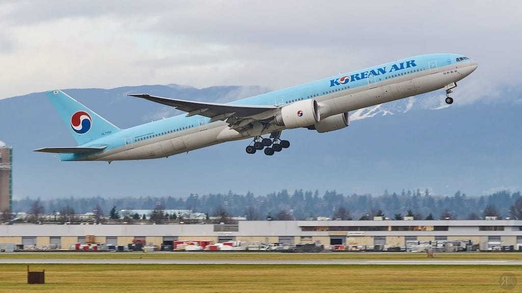 Korean Air: Business Class (BKK-ICN-YVR) 1