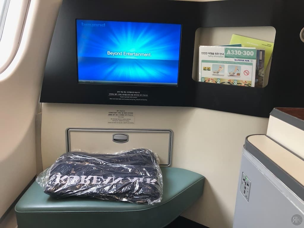 Korean Air: Business Class (BKK-ICN-YVR) 6