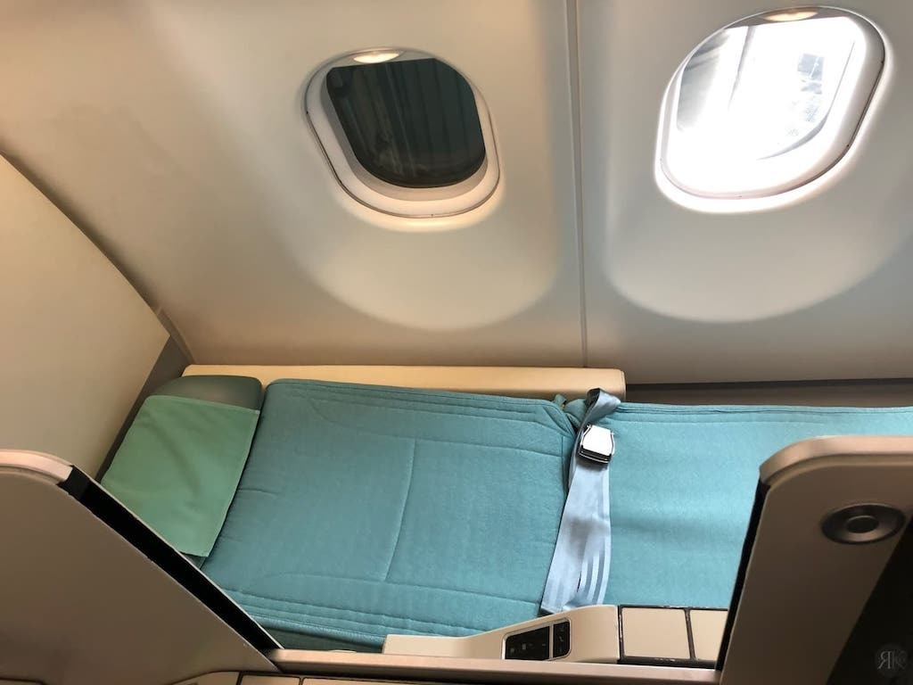 Korean Air: Business Class (BKK-ICN-YVR) 7