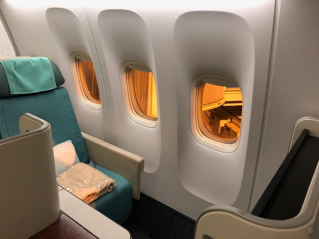 Korean Air: Business Class (BKK-ICN-YVR) 29