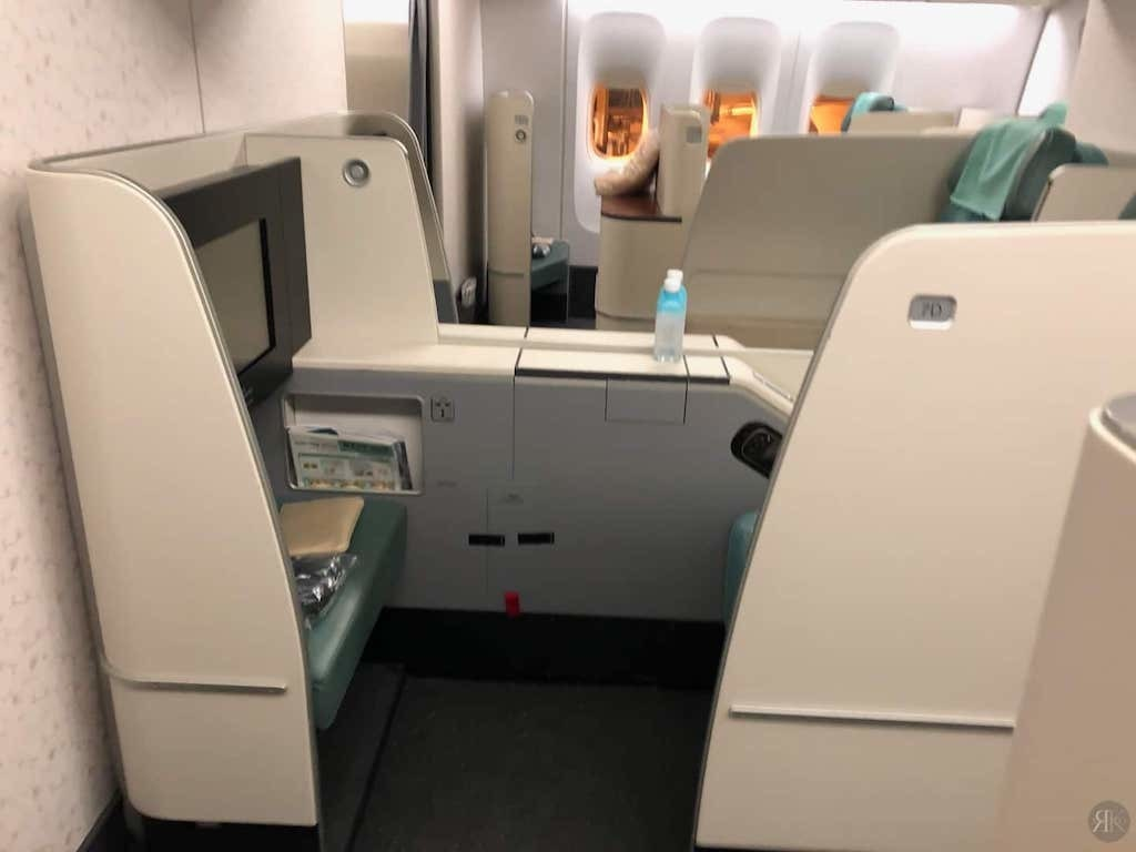 Korean Air: Business Class (BKK-ICN-YVR) 30