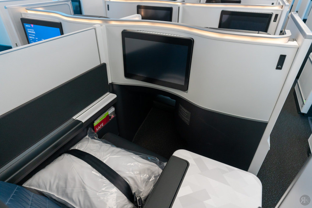 Delta: A330-900neo Business Class (SEA-PVG) 23
