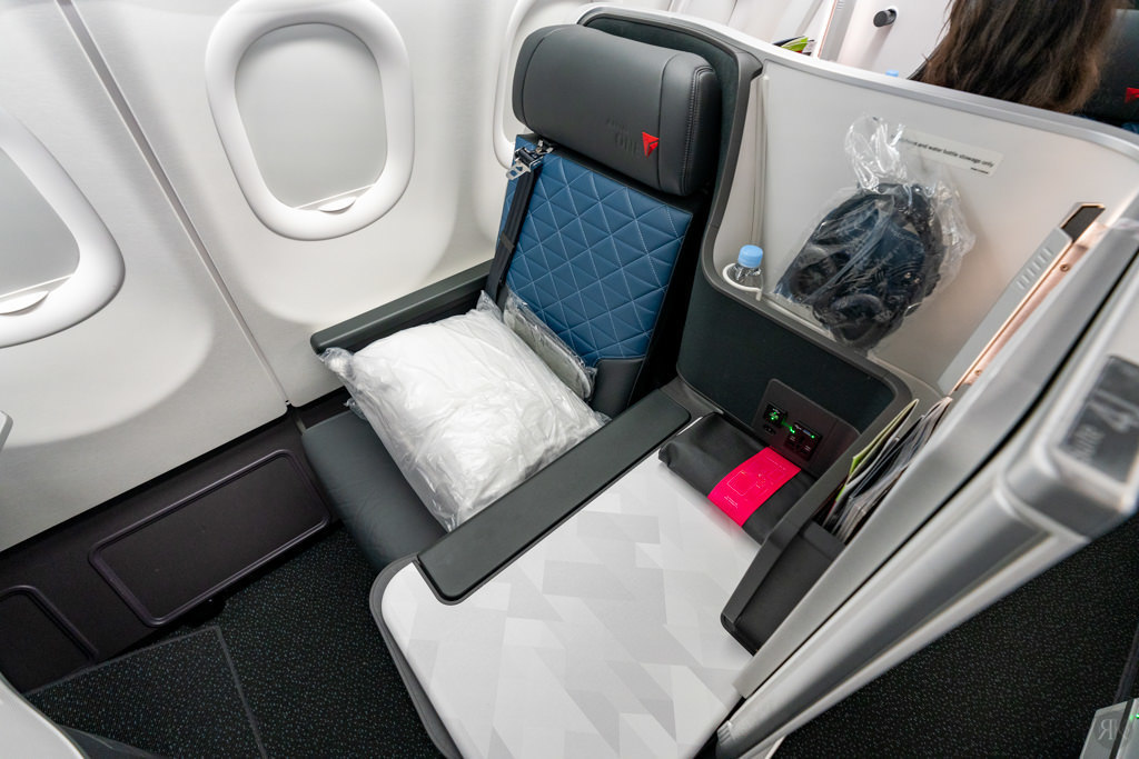 Delta: A330-900neo Business Class (PVG-SEA) 12