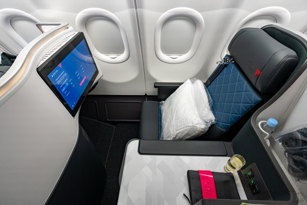 Delta: A330-900neo Business Class (PVG-SEA) 13