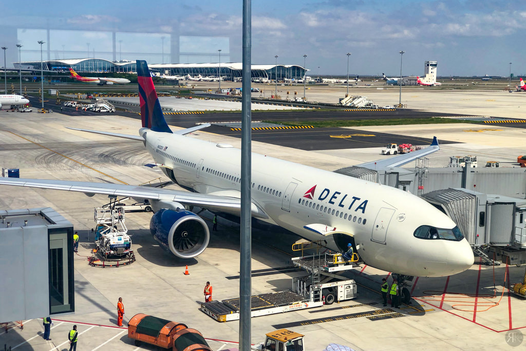 Delta: A330-900neo Business Class (PVG-SEA) 1