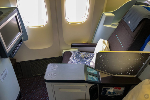 KLM: Boeing 777-200 Business Class (YVR-AMS)